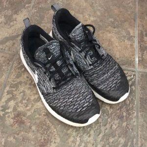 Nike Roshe fly knit shoe size 7